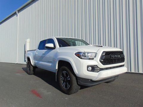 Pre-Owned 2017 Toyota Tacoma 4x4 Double Cab V6 TRD Off-Road 6A Truck - Demo